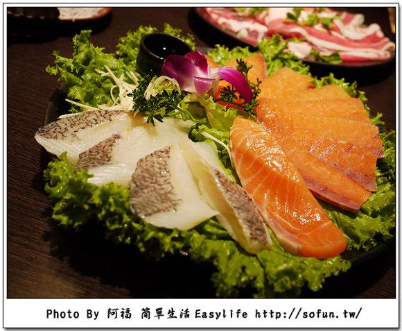 [美食] 台北忠孝。火鍋世家涮涮屋 蝦子活跳跳、食材新鮮又好吃