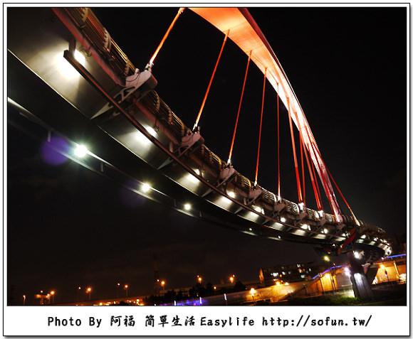 [攝影] 台北松山。彩虹橋夜景 手持隨手拍 (GF1 + 14-42mm X 鏡頭)
