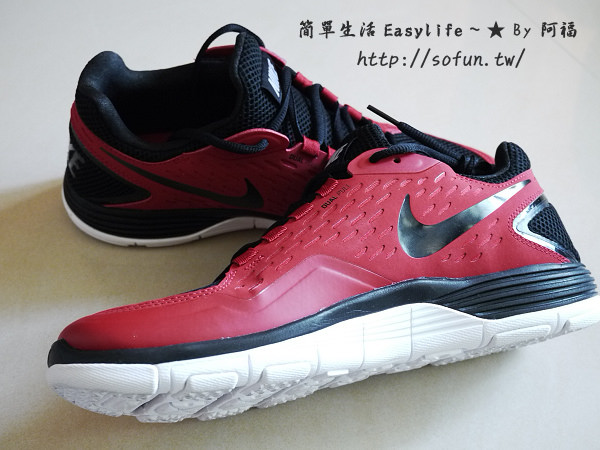 """[敗家] Nike 輕量多功能運動慢跑鞋 """"Free Xilla TR"""" ~ 紅黑勾勾入手開箱文"""