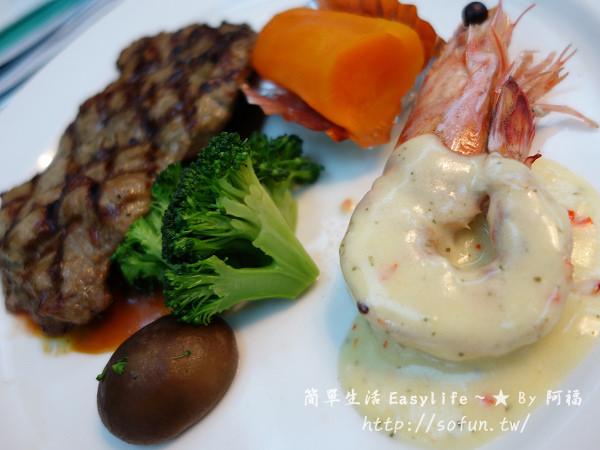 [台北東區美食] 總督牛排西餐廳@豬腳超大塊,沙拉吧更是一絕