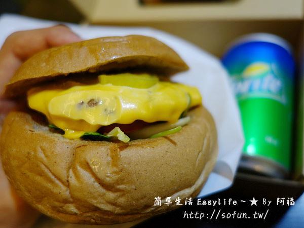 [食記] 台北西門町。AGA Burger 現做手工漢堡@西本願寺廣場溜達